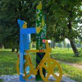 Lebensgroße Stahlfiguren, farbig lackiert