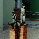 Brunnen mit 2 Bronzefiguren